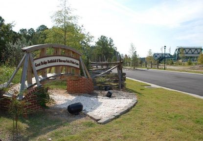 Picture of Great Bridge Sign and Park